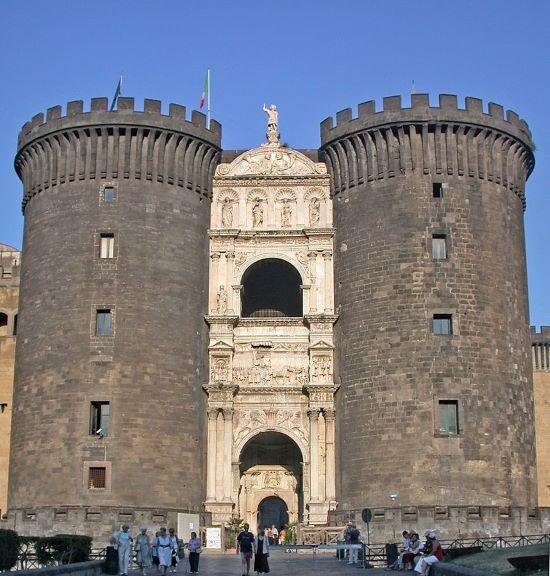 napoli storia e monumenti