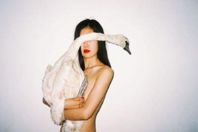 I nudi del fotografo Ren Hang al Centro Pecci di Prato