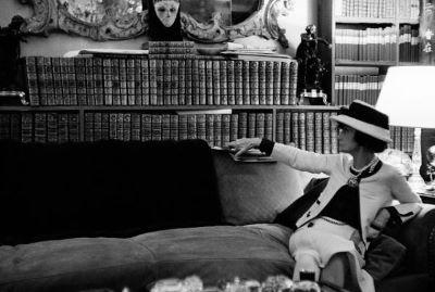 Coco Chanel, un'icona tra stile e cultura, a Venezia